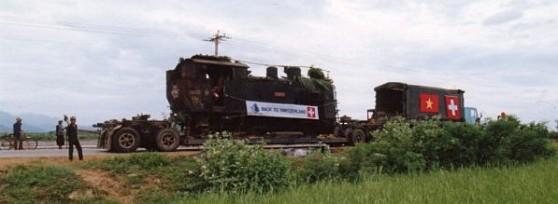 Đầu máy xe lửa răng cưa đang trên đường trở về Thụy Sĩ