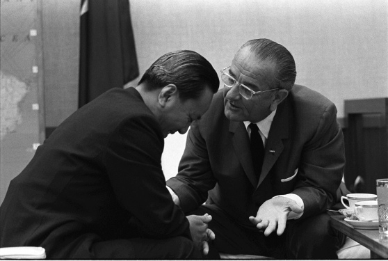 Tổng thống Lyndon Johnson họp vói Tổng thống Nguyễn Văn Thiệu ở Hawaii ngày 19 tháng 7 năm 1968