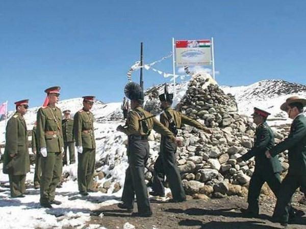 Binh sỹ Trung Quốc và Ấn Độ ở khu vực biên giới. Ảnh: India