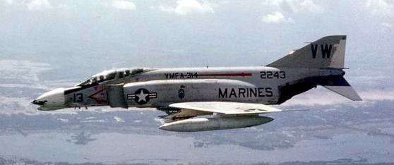 Phantom F-4B của TQLC Hoa kỳ đang bay trên vùng trời Nam Việt Nam, tháng 9 năm 1968