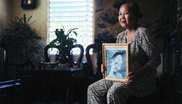 Bà Nguyễn Thị Hoa. Tác giả:Elizabeth D. Herman