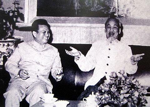 Kaysone Phomvihan và Hồ Chí Minh