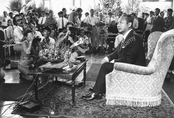 Tổng thống Lon Nol tại một cuộc họp báo
