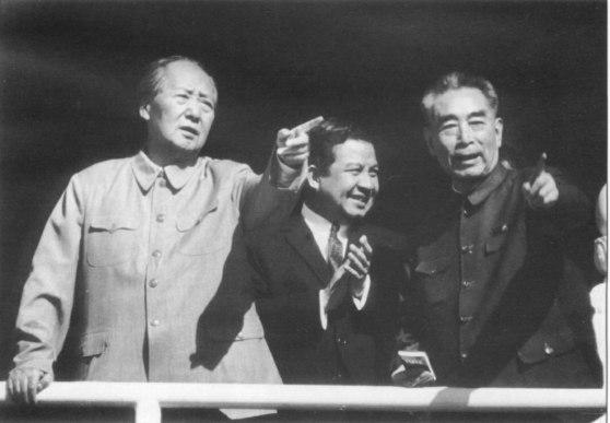Sihanouk, Mao Trạch Đông và Chu Ân Lai, tháng 5 năm 1970Sihanouk, Mao Trạch Đông và Chu Ân Lai, tháng 5 năm 1970