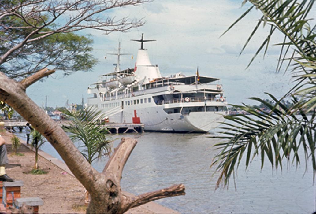 Tàu bệnh viện Helgoland ở Vietnam