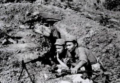 Công an nhân dân vũ trang An Giang trên trận địa đánh trả quân Khmer Đỏ năm 1978.