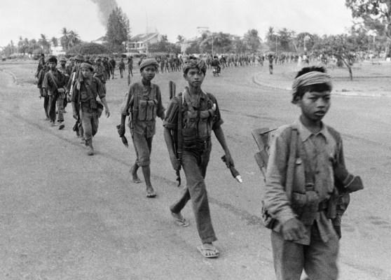 Khmer Đỏ tiến vào Phnom Penh ngày 17 tháng 4 năm 1975