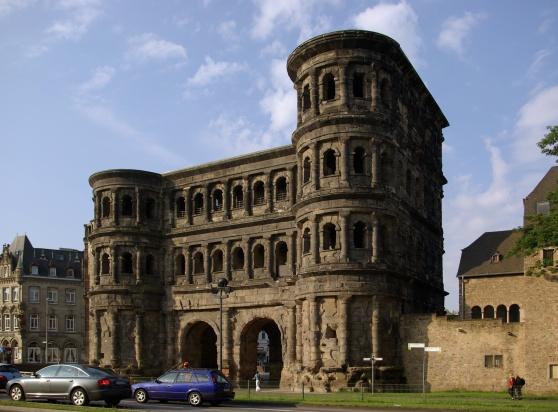 Porta Nigra ở Trier, công trình xây dựng nguyên thủy của người La Mã
