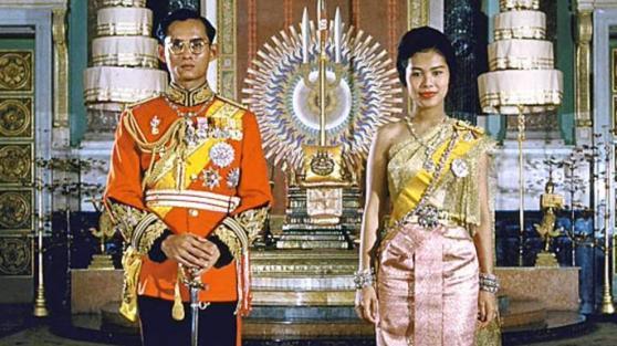 Vua Bhumibol và hoàng hậu Siriki