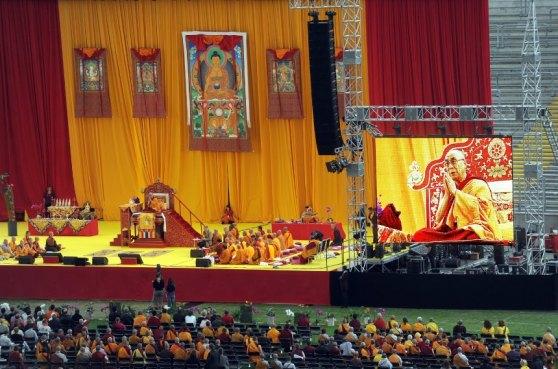 Bildnummer: 59827879 Datum: 30.07.2009 Copyright: imago/epd<br /> Der Dalai Lama spricht am Donnerstag (30.7.2009) in der Frankfurter Commerzbank Arena. Das geistliche Oberhaupt der Tibeter war am Mittwoch in Frankfurt eingetroffen und erteilt ab Donnerstag vier Tage lang buddhistische Unterweisungen in dem Frankfurter Stadion. Geplant sind au§erdem Diskussionen mit Vertretern aus Wissenschaft, Politik und Religion. Der Besuch wird organisiert von der Deutschen Buddhistischen Union, dem Tibethaus Deutschland und der vietnamesischen buddhistischen Pagode Phat Hue. Nach Angaben des Genfer Tibet-BŸros besucht der Dalai Lama Deutschland zum 35. Mal seit seiner ersten Reise 1973, damit war er in keinem anderen Land Europas so oft wie in der Bundesrepublik. (Siehe epd-Meldung vom 30.7.2009) DER ABDRUCK DES EPD-FOTOS IST HONORARPFLICHTIG! Dalai Lama in Frankfurt am Main Gesellschaft xsp x0x 2009 quer Religionen Buddhismus Personen<br /> 59827879 Date 30 07 2009 Copyright Imago epd the Dalai Lama speaks at Thursday 30 7 2009 in the Frankfurt Commerzbank Arena the Clergy Head the Tibetans was at Wednesday in Frankfurt arrived and granted from Thursday four Days long Buddhist in the Frankfurt Stadium Planned are moreover Discussions with Representatives out Science politics and Religion the Visit will organized from the German Buddhist Union the Tibet House Germany and the Vietnamese Buddhist Pagoda Phat Hue after Information the Geneva Tibet Offices attended the Dalai Lama Germany to 35 times since his first travel 1973 This was he in nobody others Country Europe as often like in the Federal See epd Message of 30 7 2009 the Imprint the epd Photos is Dalai Lama in Frankfurt at Main Society xsp x0x 2009 horizontal Religions Buddhism People