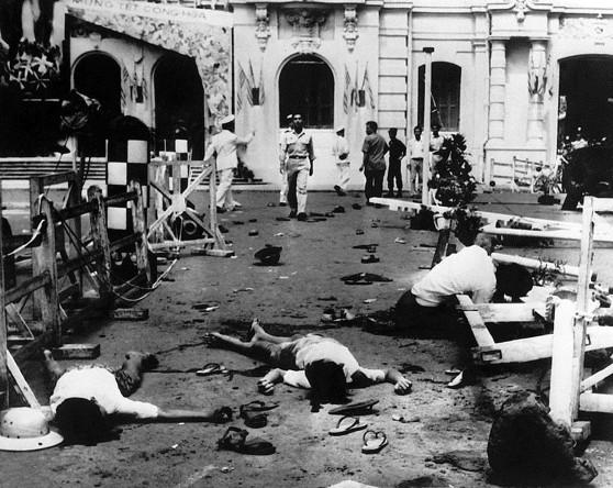 Quảng trường Tòa Đô Chánh sau vụ VC ném lựu đạn làm 7 người chết, 47 người bị thương trong dịp mừng lễ Quốc Khánh 26-10-1962.