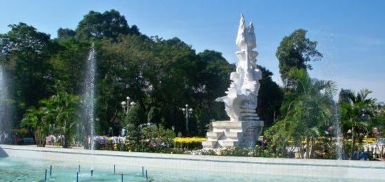 Dù là bịa đặt nhưng nhiều công trình vẫn được mang tên Lê Văn Tám. Trong hình là một công viên mang tên Lê Văn Tám.