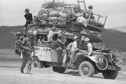 Người tỵ nạn VNCH bỏ chạy khỏi Đà Nẵng - ảnh tư liệu