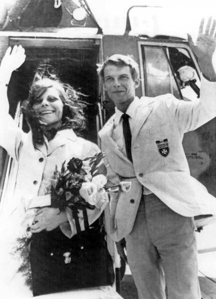 Monika Swinn và Bernhard Diehl vào ngày 7 tháng 3 năm 1973 sau khi được trả tự do