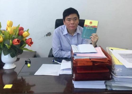 Luật sư Trần Vũ Hải ở văn phòng ở Hà Nội