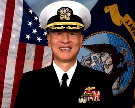 Phó Đề đốc Hải quân Hoa Kỳ gốc Việt Nguyễn Từ Huấn.