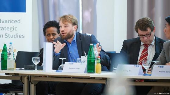 Tiến sĩ Maximilian Mayer tại Diễn đàn An ninh Quốc tế ở Bonn năm 2019