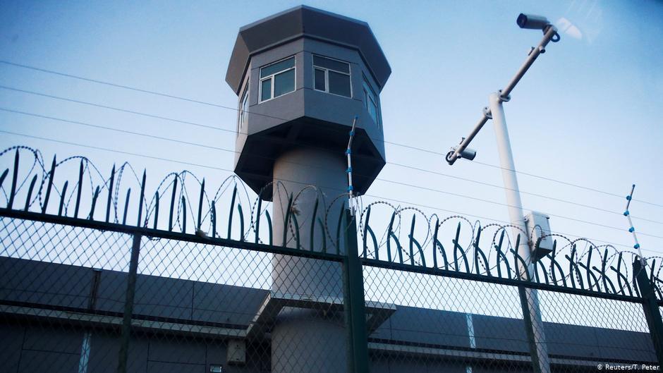 Trại giam ở Tân Cương