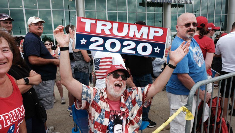 Chú thích hình: Người ủng hộ Trump ở Manchester - New Hampshire