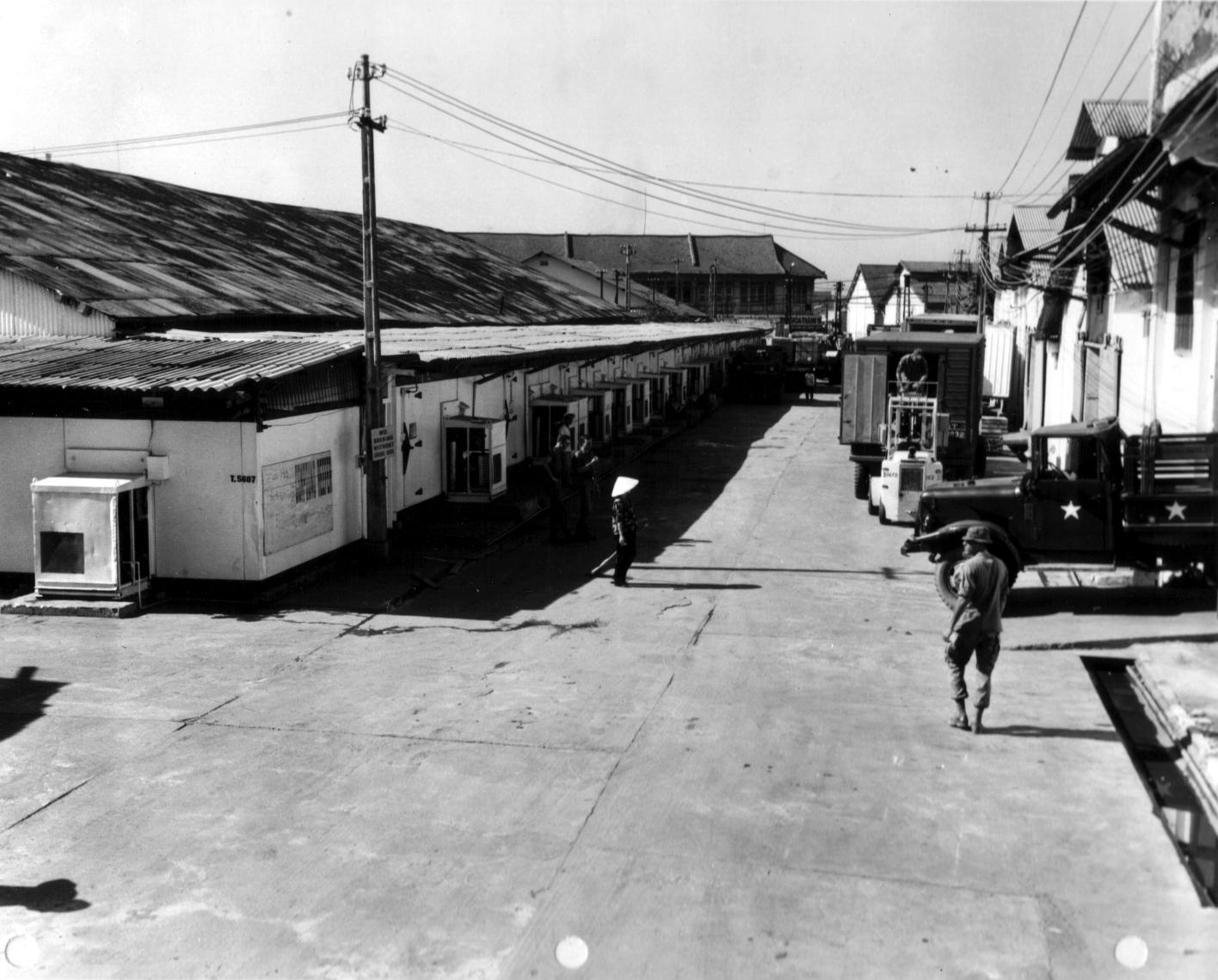 Kho hàng và container lạnh ở Sài Gòn của quân đội Mỹ