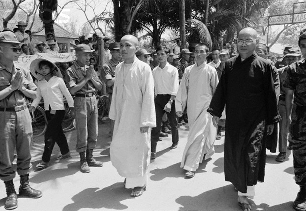 January 1965, South Vietnam --- Buddhist Bonze and leader of the Buddhist revolt, Thich Tri Quang leads a rally in Da Nang, Vietnam January 1965 --- Image by © Christian Simonpietri/Sygma/CORBIS